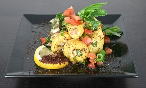 Kartoffelsalat mediterran mit Zitrone, Lauch und Minze